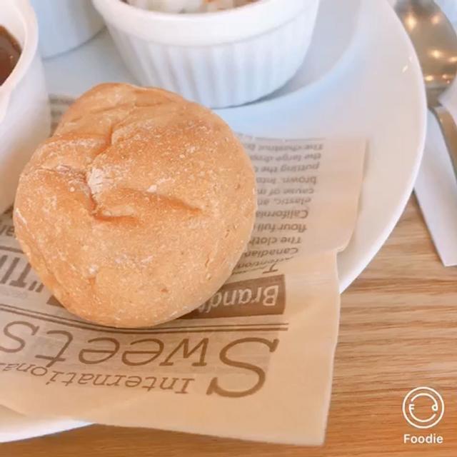 ビーフストロガノフも、熱々で美味しい